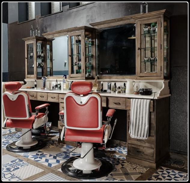 Herenkapsalon inrichten | Kappersmeubilair | Kap meubel | Vintage | Kappersstoel