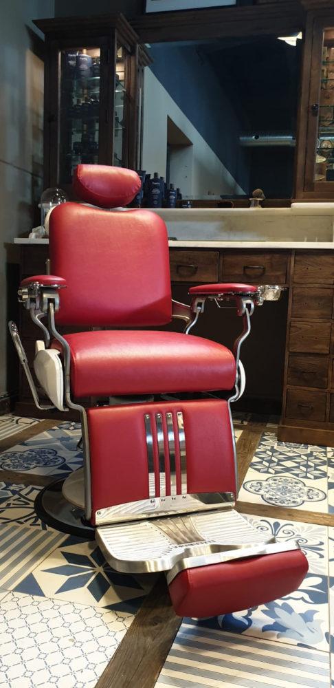 Barberstoel | Majesty | Barberchair | Red barberchairs | Barberinrichting | Barbershop